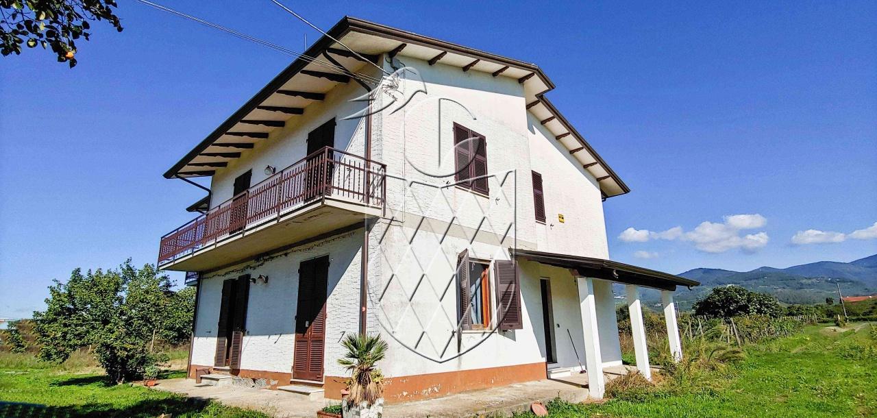 casa indipendente vendita ortonovo